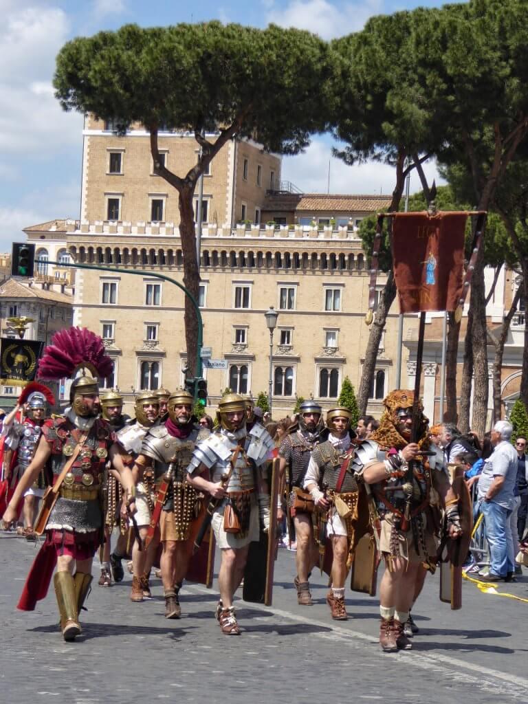 Die Legio 1 Minerva, im Hintergrund die Legio 6 Ferrata
