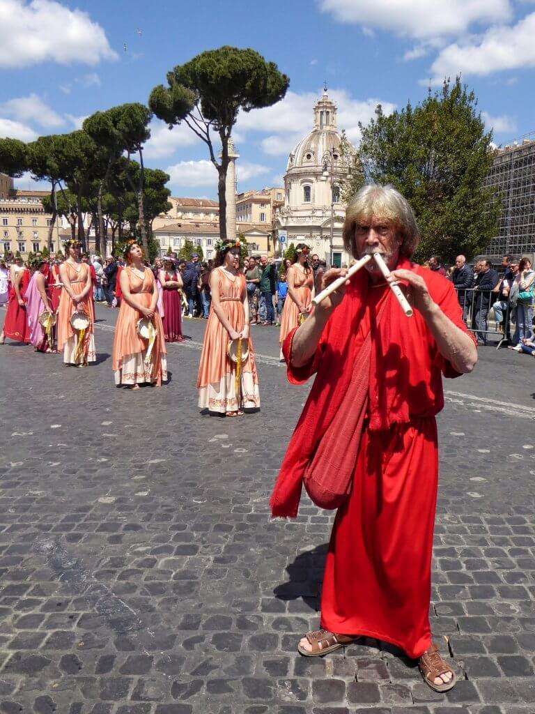Musiker und Tänzerinnen
