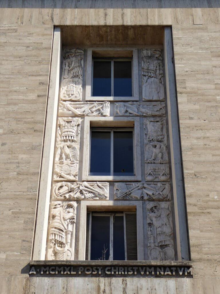 Faschistische Architektur und antike Symbolik an der Piazza Augusto Imperatore